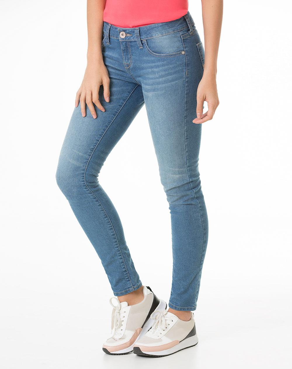 pantalones Clásicos modernos, básicos casuales y prendas clave de moda; nuestros pantalones y leggings de mujer cumplen las expectativas. Buena imagen, tonos sutiles o el clásico negro; nos adaptados a todos los estilos y ocasiones.